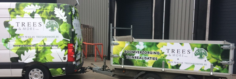 De bestelwagen en aanhangwagen van Trees and more